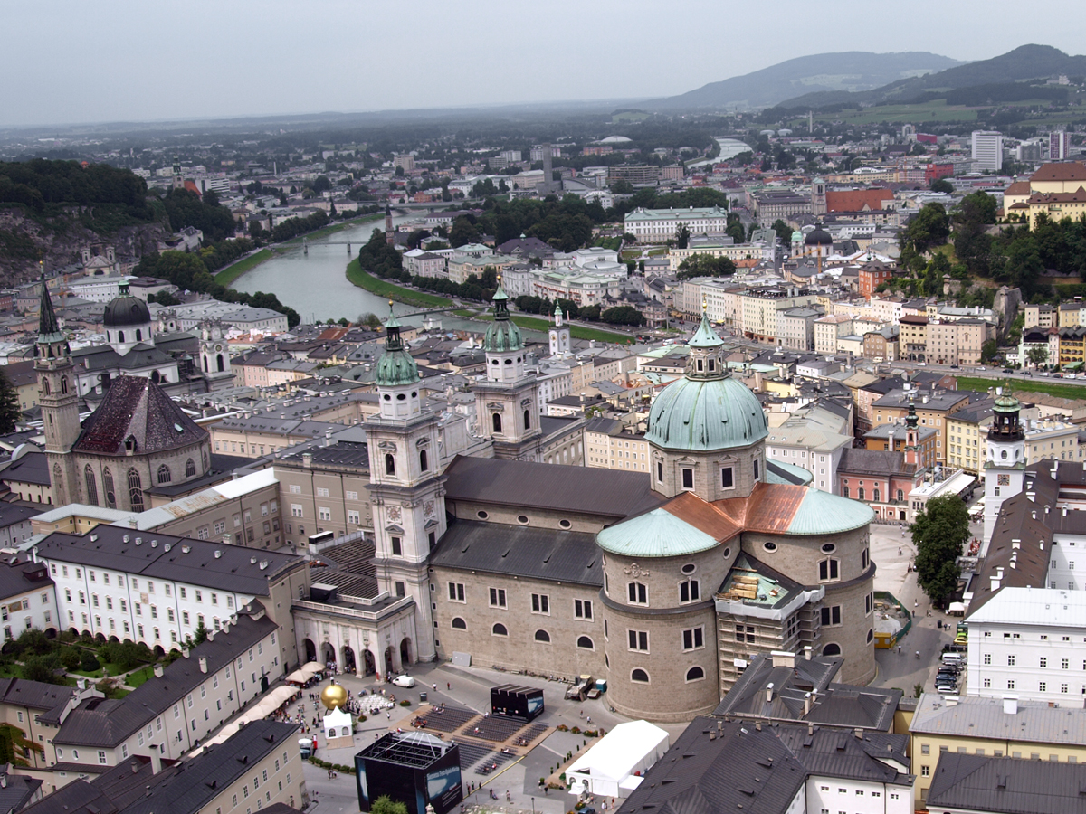 Itävalta Asukasluku
